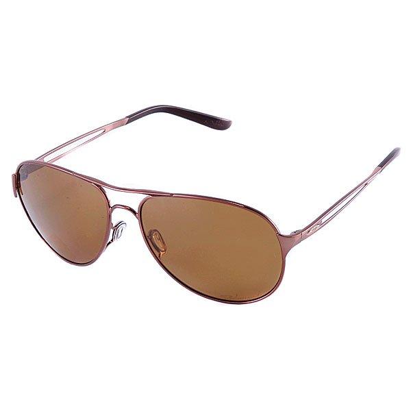 Очки женские Oakley Caveat Brunette Bronze PolarizedДлина оправы: 14 смДлина душки:13 смВысота оправы:5см Икона стиля авиаторы преобразиласт в новых очках Oakley Caveat™. Выполнены из ультралегкого металла C-5 - превосходство классики. Для девушек, следящих за модой. Это очки, которая должна иметь каждая девушка, от розового золота до бирюзы. И в отличие от других подражателей, эти авиаторы знают свою работу - 100 % защита от ультрафиолета.   Технические характеристики:  Линза: Линзы для среднего и яркого света. Поляризационная линза Oakley HDPolarized минимизирует блики от воды, снега и блестящих объектов с точностью более  99%. Улучшенное восприятие цветов, устленная контрастность..  Индекс защиты - 3 (поглощение интенсивности цвета от 82 до 92%).   Пропускание видимого света 15%  Четкость изображения и качество по стандарту ANSI Z80.1  100%  защита от ультрафиолета (излучений А, B и C, а также вредного синего света до 400 нм) Оттенок линзы - серый. Поддерживает контраст и не позволяет изменять цвета.  Покрытие: иридиевое.   Оправа:  Ультралегкий сплав металлов С-5  Комфорт и безопасность посадки с тремя точками касания (Three-Point fit), которая позволяет сохранять оптическую корректность линз.  Регулируемая переносица.  Прямые дужки.<br><br>Тип: Очки<br>Возраст: Взрослый<br>Пол: Женский