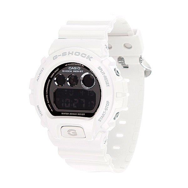 Часы Casio G-Shock DW-6900NB-7EБлагодаря электролюминесцентной панели обеспечивается освещение всего циферблата после нажатия кнопки.Благодаря противоударной защите часы могут выдержать достаточно сильный удар или сотрясение без негативных последствий.При сигнале будильника, истечении срока таймера или наступлении нового часа на часах замигает световой диод.Спортсменам и всем, кому нужна точная информация: прошедшее и финальное время, а также время прохождения этапов измеряется с точностью 1/100 секунды. Максимальное измеряемое время 24 часа.Для поклонников точности: в заданное время таймер обратного отсчета с помощью звукового сигнала напомнит вам о текущих или особенных событиях. Сигнал можно установить как на следующую минуту, так и на любое время до 24 часов. Также отсчет может начаться в заранее заданное время. Идеально подойдет тем, кому необходимо ежедневно принимать лекарства, а также при тренировках с чередующимися нагрузками.Эти часы имеют необходимый тип сигнала для любого события, на которое вы хотите обратить внимание. В часах имеются 4 вида сигналов: 1. Ежедневный сигнал срабатывает в одно и то же время каждый день. 2. Сигнал на дату, чтобы напомнить о днях рождения. 3. Ежемесячный - подает сигнал в определенное время заданного дня каждого месяца. 4. Сигнал на каждый день определенного месяца.Батарейка обеспечит работу всех функций часов на протяжении около 2 лет.Различная длина месяцев (28, 30 или 31 день) корректируется автоматически.Прочное и устойчивое к царапинам минеральное стекло защищает часы от любых повреждений, которые могут испортить внешний вид часов.Пластиковый корпус.Ремешок из пластика.Отлично подходят для ныряния без акваланга: выдерживают давление до 20 бар / 200 метров. Эта величина означает не допустимую глубину погружения, а атмосферное давление, которое выдерживает модель во время теста на водонепроницаемость (ISO 2281).Точность хода +/- 15 секунд в месяц.Тип батарейки CR2016.Размеры: 53,2 мм x 50 мм x 16,3 мм (В x Ш x Т).Вес 68 г