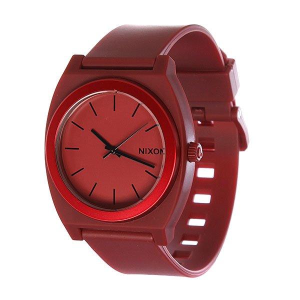 Часы Nixon The Time Teller P Dark Red AnoМаксимально плоские, кислотно яркие и невероятно простые, эти часы созданы для того, чтобы сообщать вам точное время. Японский кварцевый механизм, поликарбонатный корпус с прочным минеральным стеклом, полиуретановый ремешок, поликарбонатная застежка, и водонепроницаемость 100 метров, делают данные часы прекрасным выбором для людей, которые проводят свой отдых на воде.Японский механизм Miyota.Усиленное минеральное стеклоWR (водонепроницаемость) 100 метровФирменный ремешок с двойной фиксацией замка «Looking Lopper» (Мертвая петля), данный ремешок фиксируется не только замком из нержавеющей стали, но и сам ремешок имеет дополнительный фиксатор на кольце ремешка.<br><br>Тип: Кварцевые часы<br>Возраст: Взрослый<br>Пол: Мужской