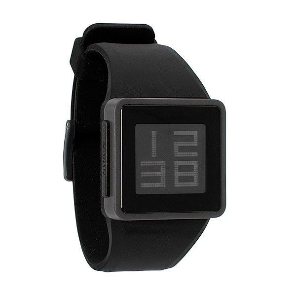 Часы Nixon The Newton Digital Black/GreyПростые, утонченные и современные, являются частичкой аналоговых Nixon Newton. Как и их брат Newton - спортивные, с двойной фиксацией из полиуретанового замка Looper и поликарбонатовой пряжки.  Квадратный циферблат и крупная цифровая индикация позволяют указать время, день недели и дату проще, чем когда-либо. И последнее, но не менее важное - Nixon установили подсветку (вдруг вы отправитесь в спелеологическую экспедицию)Механизм: электронный, с датой и днем недели, с подсветкойКорпус: ширина 37.75mm, поликарбонат, водонеприноцаемость с характеристикой 30 м (3 атмосферы, брызги, дождь, НЕЛЬЗЯ погружаться и плавать), 3силенное минеральное стеклоРемешок: силикон, запатентованная петля с замком, застежка из поликарбоната. Ширина 25.50mm<br><br>Тип: Электронные часы<br>Возраст: Взрослый<br>Пол: Мужской
