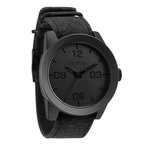 Часы Nixon Corporal Matte Black/Matte GunmetalПусть Ваш ритм жизни будет полностью совпадать с ритмом окружающего Вас мира при помощи этих невероятно стильных часов от Nixon. Попробуйте и Вам это понравится.Корпус:Тип: цельный корпус с привинчиваемой крышкой и заводной головкойДиаметр: 48 ммМатериал: нержавеющая стальБезель: фиксированный, скошеный для защиты стеклаЗакаленное минеральное стеклоВодонепроницаемость: 100 мМеханизм:Кварцевый (Япония)Функции: часы, минуты, секундыТочность хода 1/20 секундыБраслет:Кожаный либо тряпочный ремешок с кожаной вставкойШирина: 24 мм, пряжка из нержавеющей стали.<br><br>Тип: Кварцевые часы<br>Возраст: Взрослый<br>Пол: Мужской