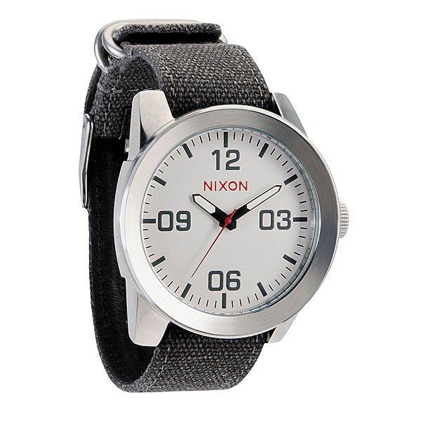 Часы Nixon Corporal WhiteПусть Ваш ритм жизни будет полностью совпадать с ритмом окружающего Вас мира при помощи этих невероятно стильных часов от Nixon. Попробуйте и Вам это понравится.Корпус:Тип: цельный корпус с привинчиваемой крышкой и заводной головкойДиаметр: 48 ммМатериал: нержавеющая стальБезель: фиксированный, скошеный для защиты стеклаЗакаленное минеральное стеклоВодонепроницаемость: 100 мМеханизм:Кварцевый (Япония)Функции: часы, минуты, секундыТочность хода 1/20 секундыБраслет:Кожаный либо тряпочный ремешок с кожаной вставкойШирина: 24 мм, пряжка из нержавеющей стали.<br><br>Тип: Кварцевые часы<br>Возраст: Взрослый<br>Пол: Мужской