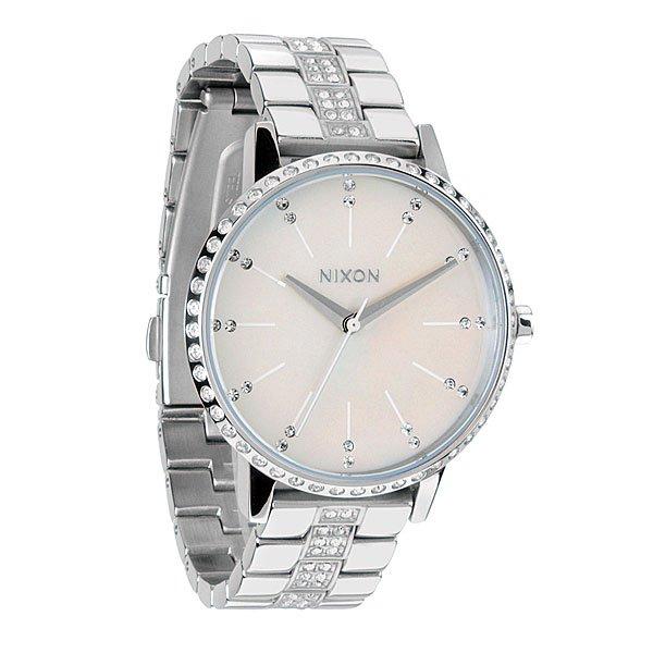 Часы женские Nixon Kensington CrystalИдеально круглый, увеличенный циферблат, тонкий браслет и классический силуэт делает эти часы супер элегантными. Немаленькая, но невероятно изящная модель создана специально для девушек, которые привыкли выглядеть стильными в любом месте и в любое время.Механизм:Японский кварцевый механизмТочность хода 1/20Функции: часы, минуты и секундыКорпус:Материал: нержавеющая стальЗакаленное минеральное стеклоДиаметр: 37 ммВодонепроницаемость 50 м (5 атмосфер)Браслет:Тип: звеньяЗамок и браслет из нержавеющей стали<br><br>Тип: Кварцевые часы<br>Возраст: Взрослый<br>Пол: Женский