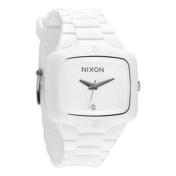 Часы Nixon Rubber Player WhiteОдна из самых популярных моделей от Nixon уже имеет модификации: Small – для девушек, Ceramic – для олигархов, и новинка для настоящих ценителей этой марки – Rubber. Резиновый корпус и ремешок смотрятся стильно, и очень удобно сидят на руке.Механизм:&amp;nbsp;Японский кварцевый, 3 стрелкиТочность хода 1/20 секундыФункции: часы, минуты и секундыКорпус:&amp;nbsp;Диаметр: 37mm,&amp;nbsp;Нержавеющая сталь с поликарбонатом и силиконовой оболочкой,&amp;nbsp;Водонепроницаемость с характеристикой 100 м (10 атмосфер),&amp;nbsp;Минеральное стекло,&amp;nbsp;Двойное уплотнение заводной головкиРемешок:&amp;nbsp;Материал: силикон,&amp;nbsp;Патентованный замок на петле,&amp;nbsp;Застежка из нержавеющей стали.&amp;nbsp;Ширина 22 mm<br><br>Тип: Кварцевые часы<br>Возраст: Взрослый<br>Пол: Мужской