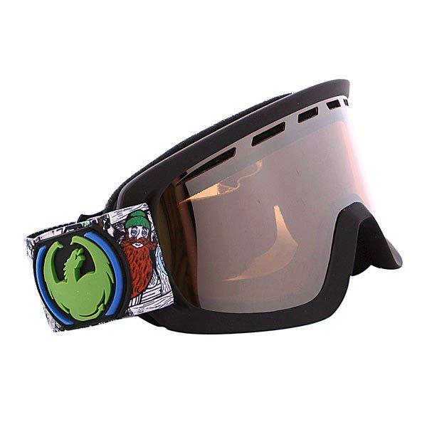 Маска Dragon D2 Frame Beard Fest DAP Lens Ionized + Yellow Blue IonizedТехнические характеристики:  Цилиндрическая  форма линз.  Двойная конструкция линзы из лексана.  Технология антибликового защитного покрытия линз (на 100% защищает от ультрафиолетового излучения (блокирует вредное UVA, UVB, UVC излучение, а также ультрафиолетовое излучение до 400 NM).  Технология антизапотевания линзы Super Anti-Fog.  Вентиляционные отверстия сверху маски.  Гибкая оправа из полиуретана.  Внутреннее покрытие из защитной двойной формирующей пены для лучшего прилегания маски к лицу и потоотведения.  В месте соприкосновения с лицом дополнительный слой нежного поглощающего влагу флиса. Линзы с устойчивым к царапинам покрытием. Регулируемый ремешок с накладкой против скольжения.  Совместимость со всеми видами шлемов.  Оптимизирована для средней и большой формы лица. Светопередача –20 - 25 %, подходит для яркого солнца, добавляет четкости и защищает от яркого света.  Дополнительная сменная линза в комплекте (Светопередача - 45% - 55%, подходит для меняющихся условий освещения от слабого освещения до облачной погоды, добавляет четкости и защищает от яркого света.)<br><br>Тип: Маска для сноуборда<br>Возраст: Взрослый<br>Пол: Мужской