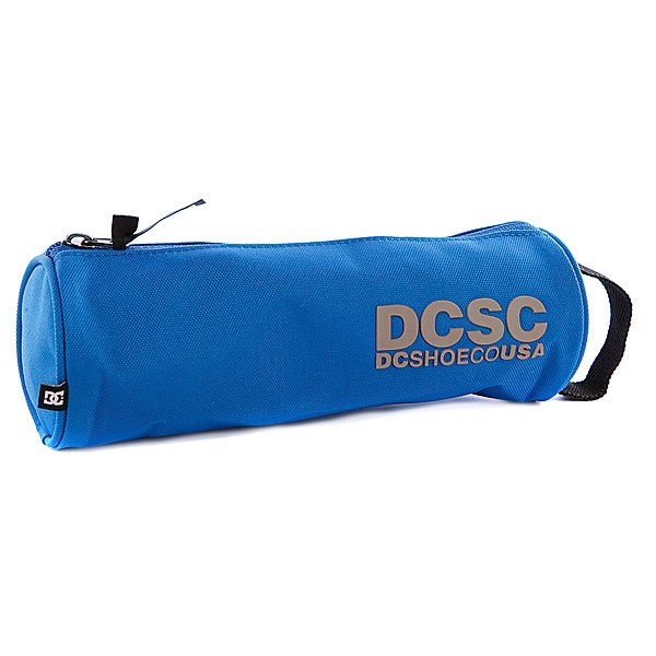 Пенал DC Tank Sky Diver - ПодарокВместительный пенал поможет сохранить все ваши принадлежности в полном порядке.Характеристики:Верх из полиэстера. Основное отделение на молнии. Тонкий кистевой ремешок.<br><br>Цвет: синий<br>Тип: Пенал