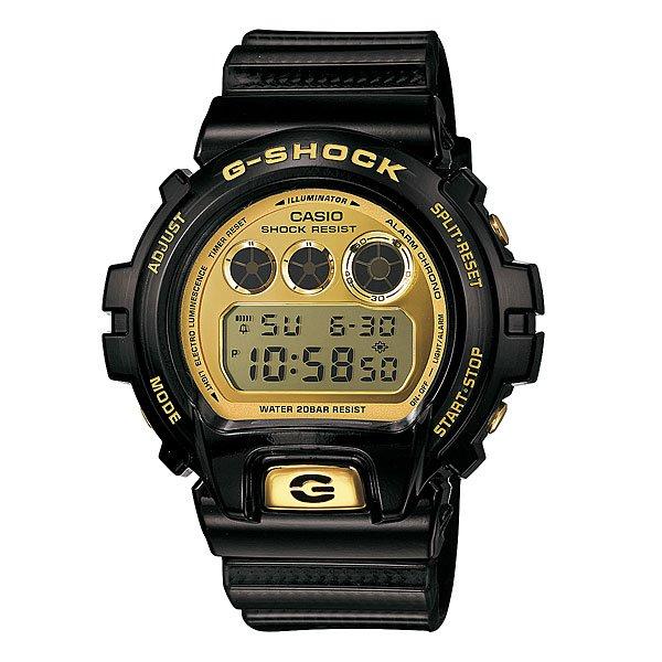Часы Casio G-Shock Dw-6930D-1EПол: мужские   Механизм: кварцевые   Материал корпуса: пластик   Стекло: минеральное   Тип браслета/ремня: пластиковый ремень   Водозащита: 200м   Мультифункциональные часы: да   Будильник: есть   Подсветка (кварц.): есть   Жидкокристаллический дисплей (кварц.): есть  Особенности:    Часы из юбилейной коллекции, выпущенной к тридцатилетию серии G-Shock. На задней крышке выгравирован логотип 30-летия бренда.   Электролюминесцентная Подсветка     Благодаря электролюминесцентной панели, обеспечивающей освещение всего циферблата, облегчается считывание данных. Характеризуется наличием функции задержки отключения, благодаря которой электролюминесцентная Подсветка горит еще несколько секунд после отпускания кнопки освещения.     Функция Flash Alert - при срабатывании сигнала будильника и таймера, ежечасного сигнала и запуска секундомера включается электролюминесцентная Подсветка.   Ударопрочные     Ударопрочная конструкция защищает от ударов и вибрации.   Секундомер     Точное измерение истекшего времени касанием кнопки. Секундомер позволяет регистрировать отдельные отрезки времени, время с промежуточным результатом и время двойного финиша. Точность измерения 1/100 секунды до 1 часа, после 1 часа – 1 секунда, запас измерения 24 часа.   Таймер обратного отсчета с функцией автоповтора     Производит обратный отсчет, начиная с заданного вами времени. При окончании отсчета (0 минут, 0 секунд) издается 10-секундный сигнал. После чего таймер автоматически возвращается к установленному времени и снова начинает обратный отсчет. Данная функция особенно полезна для тех, кому нужно регулярно принимать лекарства.     Максимальное время установки 24 часа - шаг измерения 1/1 сек, минимальное время установки 1 минута.   Будильник - мультисигнал     Функция мультисигнала позволяет устанавливать 4 разных типа сигнала: 1. Ежедневный. 2. Ежемесячный. 3. Сигнал в определенное время каждый день определенного месяца. 4. Сигнал в определенное время в определенный д