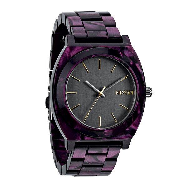 Часы Nixon Time Teller Acetate Gunmetal/velvetСтарший брат столь популярного Time Teller из полиуретана ярких расцветок, как и положено, стилен, солиден, строг и сдержан в цветах. Для тех, кто любит более твердые материалыМеханизм:Японский кварцевый механизмMiyotaФункции: часы, минуты, секундыТочность хода 1/20 секундыКорпус:Ширина 39.25mm,Цельный корпус с привинчиваемой крышкой и заводной головкойНержавеющая сталь,Водонепроницаемость с характеристикой 100 м (10 атмосфер),Усиленное минеральное стекло,Тройное уплотнение заводной головкиРемешок:Материал: нержавеющая сталь,Застежка с раскладывающейся пряжкой<br><br>Тип: Кварцевые часы<br>Возраст: Взрослый<br>Пол: Мужской