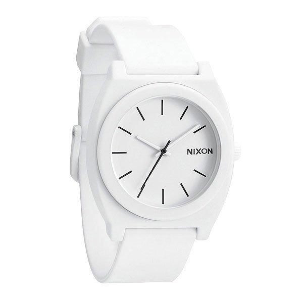 Часы Nixon Time Teller P Matte WhiteМаксимально плоские, кислотно яркие и невероятно простые, эти часы созданы для того, чтобы сообщать вам точное время. Японский кварцевый механизм, поликарбонатный корпус с прочным минеральным стеклом, полиуретановый ремешок, поликарбонатная застежка, и водонепроницаемость 100 метров, делают данные часы прекрасным выбором для людей, которые проводят свой отдых на воде.Корпус:Тип: цельный корпус с привинчиваемой крышкой и заводной головкойДиаметр: (40 мм)Материал: полимерныйБезель: фиксированный из поликарбонатаУсиленное минеральное стекло;Водонепроницаемость: 100 мМеханизм:Механизм кварцевый Miyota (Япония)Точность: 1/20 секундыФункции: часы, минуты, секунды.Браслет:Ремешок: Фирменный полимерный ремешок с двойной фиксацией замка «Looking Lopper» (Мертвая петля), данный ремешок фиксируется не только замком из нержавеющей стали, но и сам ремешок имеет дополнительный фиксатор на кольце ремешка.<br><br>Тип: Кварцевые часы<br>Возраст: Взрослый<br>Пол: Мужской