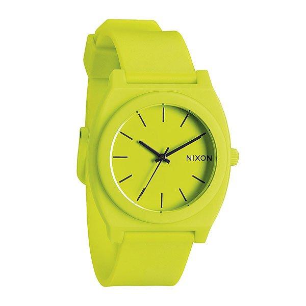 Часы Nixon Time Teller P Neon YellowМаксимально плоские, кислотно яркие и невероятно простые, эти часы созданы для того, чтобы сообщать вам точное время. Японский кварцевый механизм, поликарбонатный корпус с прочным минеральным стеклом, полиуретановый ремешок, поликарбонатная застежка, и водонепроницаемость 100 метров, делают данные часы прекрасным выбором для людей, которые проводят свой отдых на воде.Корпус:Тип: цельный корпус с привинчиваемой крышкой и заводной головкойДиаметр: (40 мм)Материал: полимерныйБезель: фиксированный из поликарбонатаУсиленное минеральное стекло;Водонепроницаемость: 100 мМеханизм:Механизм кварцевый Miyota (Япония)Точность: 1/20 секундыФункции: часы, минуты, секунды.Браслет:Ремешок: Фирменный полимерный ремешок с двойной фиксацией замка «Looking Lopper» (Мертвая петля), данный ремешок фиксируется не только замком из нержавеющей стали, но и сам ремешок имеет дополнительный фиксатор на кольце ремешка.<br><br>Тип: Кварцевые часы<br>Возраст: Взрослый<br>Пол: Мужской