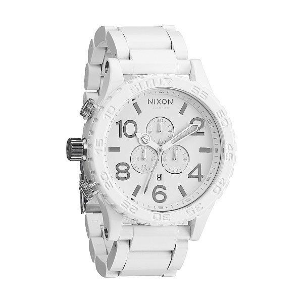 Часы Nixon 51-30 Chrono All White/SilverСтильные часы с японским механизмом, с мощным корпусом из нержавеющей стали.&amp;nbsp;Превосходная функциональность никогда не оставит Вас без необходимой информации. Водонепроницаемый корпус позволяет погружаться на 300 м и с часами ничего не случится!Механизм:&amp;nbsp;Японский кварцевый механизм&amp;nbsp;Miyota&amp;nbsp;6 стрелокТочность хода 1/20 секундыВспомогательные циферблаты&amp;nbsp;Функция датыКорпус:&amp;nbsp;Ширина 51 ммНержавеющая сталь с покрытиемВодонепроницаемость с характеристикой 300 м (выдерживает 30 атмосфер)Усиленное минеральное стеклоГоловка и «пушер» (кнопка) расположены не с правой стороны (традиционная сторона), а с левойБраслет:&amp;nbsp;Нержавеющая стальШирина: 25 мм&amp;nbsp;Замок&amp;nbsp;из нержавеющей стали&amp;nbsp;с двойной блокировкой и микрорегулировкой&amp;nbsp;<br><br>Тип: Кварцевые часы<br>Возраст: Взрослый<br>Пол: Мужской