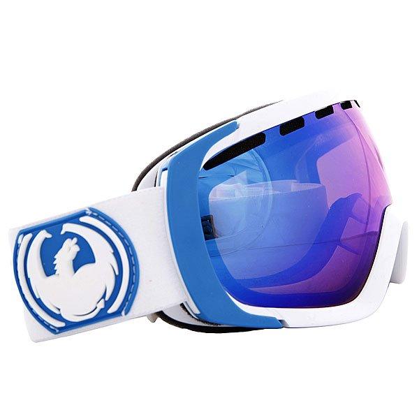 Маска для сноуборда Dragon Snow White Blue Steel Yellow/Blue IonizedТехнические характеристики:  Цилиндрическая  форма линз.  Двойная конструкция линзы из лексана.  Технология антибликового защитного покрытия линз (на 100% защищает от ультрафиолетового излучения (блокирует вредное UVA, UVB, UVC излучение, а также ультрафиолетовое излучение до 400 NM).  Технология антизапотевания линзы Super Anti-Fog.  Вентиляционные отверстия сверху маски.  Гибкая оправа из полиуретана.  Внутреннее покрытие из защитной двойной формирующей пены для лучшего прилегания маски к лицу и потоотведения.  В месте соприкосновения с лицом дополнительный слой нежного поглощающего влагу флиса  Polartec. Линзы с устойчивым к царапинам покрытием. Регулируемый ремешок с накладкой против скольжения.  Совместимость со всеми видами шлемов.  Оптимизирована для маленькой формы лица.  Светопередача –20-25% (подходит для яркого солнца, добавляет четкости и защищает от яркого света).Дополнительная сменная линза в комплекте (Светопередача – 48-57%, подходит для меняющихся условий освещения от слабого освещения до облачной погоды, добавляет четкости и защищает от яркого света.)<br><br>Цвет: черный,голубой,белый<br>Тип: Маска для сноуборда<br>Возраст: Взрослый<br>Пол: Мужской