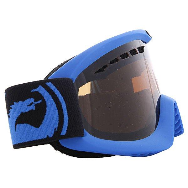 Маска для сноуборда Dragon Snow Pop Blue Jet AmberТехнические характеристики:  Цилиндрическая  форма линз.  Двойная конструкция линзы из лексана.  Технология антибликового защитного покрытия линз (на 100% защищает от ультрафиолетового излучения (блокирует вредное UVA, UVB, UVC излучение, а также ультрафиолетовое излучение до 400 NM).  Технология антизапотевания линзы Super Anti-Fog.  Вентиляционные отверстия сверху маски.  Гибкая оправа из полиуретана.  Внутреннее покрытие из защитной двойной формирующей пены для лучшего прилегания маски к лицу и потоотведения.  В месте соприкосновения с лицом дополнительный слой нежного поглощающего влагу флиса  Polartec. Линзы с устойчивым к царапинам покрытием. Регулируемый ремешок с накладкой против скольжения.  Совместимость со всеми видами шлемов.  Оптимизирована для маленькой формы лица.  Светопередача - 20% - 25%,  подходит для яркого солнца, добавляет четкости и защищает от яркого света.<br><br>Цвет: синий,черный<br>Тип: Маска для сноуборда<br>Возраст: Взрослый<br>Пол: Мужской