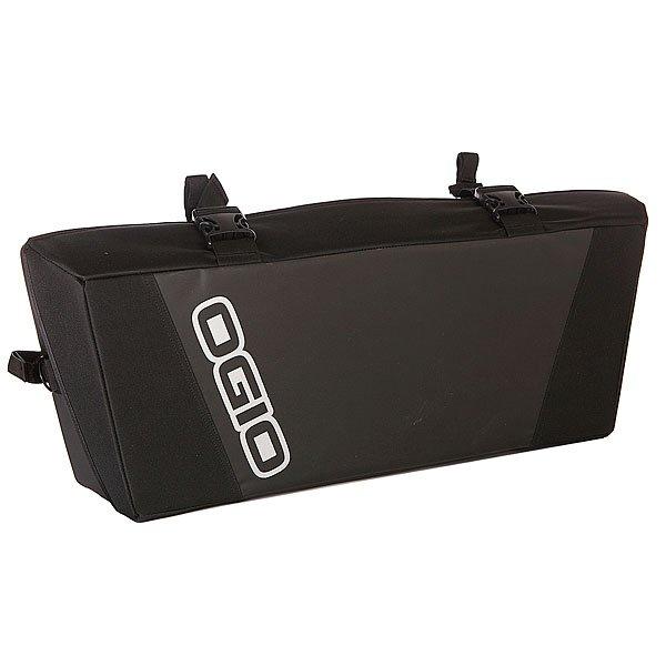 Сумка на передний багажник квадроцикла Ogio Burro Atv Front Rack Bag StealthТехнические характеристики: Прочная конструкция держит форму даже в пустом состоянии.  Застежка – удобные пряжки. Многочисленные отсеки для хранения со складными перегородками.  Герметичная система Dust Gasket для защиты содержимого от дождя, пыли, грязи и снега. Формованный верхний карман с системой быстрого доступа и влагонепроницаемой молнией. Съемный герметичный держатель для бутылки с водой. Регулируемая съемная система ремней для дополнительного хранения. Пружинная запорная система Lid Locker для предохранения от открывания на высоких скоростях. Наличие колец для навески дополнительных приспособлений. Армированная ручка для переноски. Прочный ремень Vectro для установки на большинство моделей вездеходов. Внутренний влагостойкий сетчатый карман на молнии.<br><br>Цвет: черный<br>Тип: Сумка