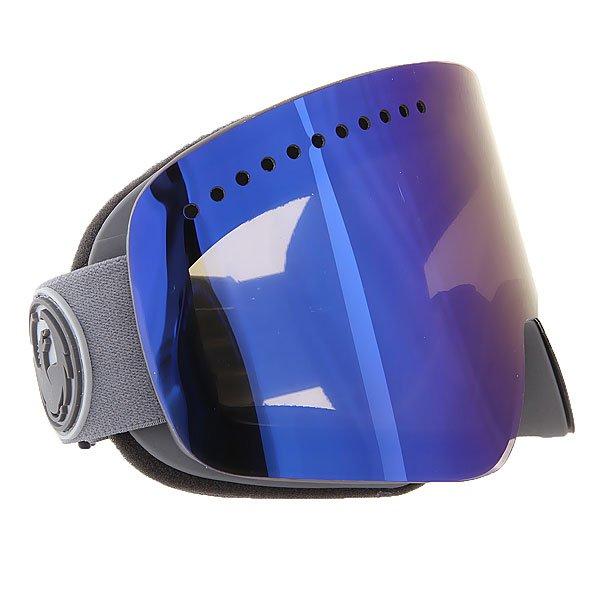Маска для сноуборда Dragon NFX GrassHeathr/Smoke Gold Ionized + YellowТехнические характеристики:  Цилиндрическая  форма линз.  Infinity Lens Technology  обеспечивает максимальный обзор. Технология антибликового защитного покрытия линз (на 100% защищает от ультрафиолетового излучения (блокирует вредное UVA, UVB, UVC излучение, а также ультрафиолетовое излучение до 400 NM).  Технология антизапотевания линзы Super Anti-Fog.  Оптически корректные линзы. Гибкая оправа из полиуретана.  Внутреннее покрытие из защитной тройной формирующей пены для лучшего прилегания маски к лицу и потоотведения.  В месте соприкосновения с лицом дополнительный слой нежного поглощающего влагу флиса Polartec. Линзы с устойчивым к царапинам покрытием. Регулируемый ремешок с накладкой против скольжения.  Совместимость со всеми видами шлемов.  Оптимизирована для средней и большой формы лица.  Светопередача –25.9-28.6% (подходит для яркого солнца, добавляет четкости и убирает блики). Дополнительная сменная линза в комплекте (Светопередача – 79%, подходит для вечернего катания и катания в условиях плохой видимости.)<br><br>Цвет: серый<br>Тип: Маска для сноуборда<br>Возраст: Взрослый<br>Пол: Мужской