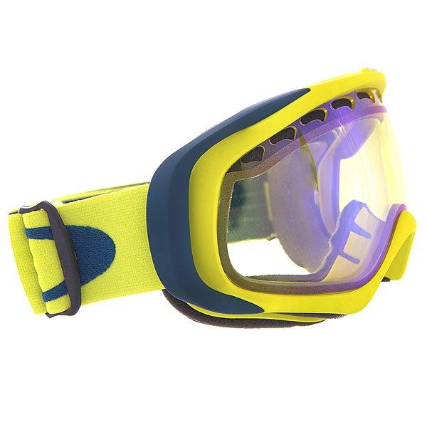 Маска для сноуборда Oakley Crowbar Pastel Yellow W/ H.i.yellowТехнические характеристики:  Устойчивый к царапинам фильтр PLUTONITE® на 100% защищает от ультрафиолетового излучения (блокирует вредное UVA, UVB, UVC излучение, а также ультрафиолетовое излучение до 400 NM).   Гибкая оправа из запатентованного материала O-Matter на основе нейлона и карбоновых волокон.  Технология антизапотевания линз F3 anti-fog.  Внутреннее покрытие из трехслойной пены для лучшего прилегания маски к лицу и потоотведения.  Запатентованная технология линз XYZ Optics®.  Оптимизирована для средней формы лица.  Светопередача – 81%, для снежной, облачной или туманной погоды.<br><br>Цвет: желтый,синий<br>Тип: Маска для сноуборда<br>Возраст: Взрослый<br>Пол: Мужской