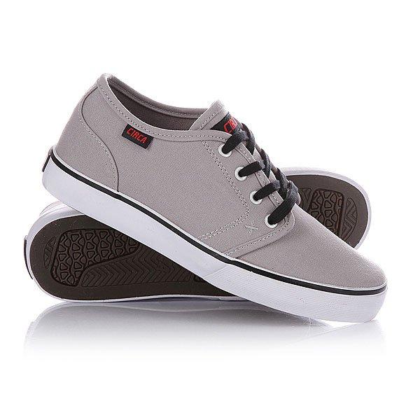 Кеды кроссовки Circa Drifter PalomaМодель входит в линейку обуви Circa Select. Кеды Circa Drifter отличаются высококачественными материалами, инновационными технологиями, которые призваны надежно защитить ваши ноги и подарить им удобство и комфорт.  Характеристики:    Верх из высококачественного текстиля.  Внутренняя тканьная отделка.   Мягкая съемная стелька EVA из пенорезины.   Тонкий воротничок и язычок.  Эластичные ремешки для фиксации язычка.  Дополнительные фиксирующие латексные вставки для фиксации голеностопа.  Традиционная плоская шнуровка с тонированными металлическими люверсами.  Гибкая вулканизированная резиновая подошва с текстурированным рисунком.<br><br>Цвет: серый<br>Тип: Кеды низкие<br>Возраст: Взрослый<br>Пол: Мужской