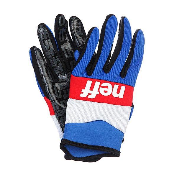Перчатки сноубордические Neff Ripper Blue/White/RedХарактеристики:  Утепленная внутренняя трикотажная подкладка.  Мембрана – 5,000 гр/5,000 мм.  Эластичная внутренняя конструкция.   «Липкое» искусственное покрытие ладоней.  Укороченный силуэт.  Логотип на внешней стороне перчатки.<br><br>Цвет: синий,красный,белый<br>Тип: Перчатки сноубордические<br>Возраст: Взрослый<br>Пол: Мужской