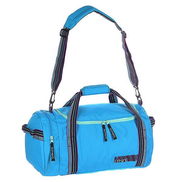 Сумка женская Dakine Eq Bag 31l AzureТехнические характеристики:  Верх из полиэстера.  Застежка – молния.  Потайной карман на молнии.  Две тонкие ручки для ношения сумки в руках. Длинная регулируемая лямка с накладкой для ношения сумки через плечо.  Две тонкие ручки по бокам. Форм-фактор – плечевая сумка (shoulder bag).<br><br>Цвет: голубой<br>Тип: Сумка спортивная<br>Возраст: Взрослый<br>Пол: Женский