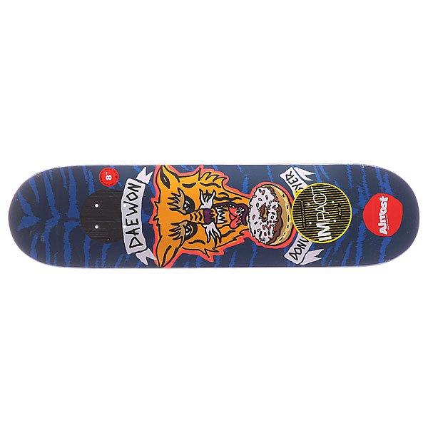 Дека для скейтборда для скейтборда Almost S5 Daewon Jail Tats Impact Plus Blue/Orange 31.6 x 8.0 (20.3 см)Ширина деки: 8.0 (20.3 см)    Длина деки: 31.6 (80.3 см)    Количество слоев: 7<br><br>Цвет: синий,оранжевый<br>Тип: Дека для скейтборда<br>Возраст: Взрослый<br>Пол: Мужской