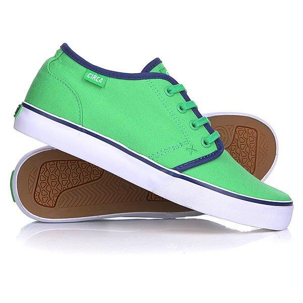 Кеды кроссовки низкие Circa Drifter Classic Green/Blue EmbassyМодель входит в линейку обуви Circa Select. Кеды Circa Drifter отличаются высококачественными материалами, инновационными технологиями, которые призваны надежно защитить ваши ноги и подарить им удобство и комфорт.  Характеристики:    Верх из высококачественного текстиля.   Внутренняя тканьная отделка.   Мягкая съемная стелька EVA из пенорезины.   Тонкий воротничок и язычок.  Эластичные ремешки для фиксации язычка.  Дополнительные фиксирующие латексные вставки для фиксации голеностопа.  Традиционная плоская шнуровка с тонированными металлическими люверсами.  Гибкая вулканизированная резиновая подошва с текстурированным рисунком.<br><br>Цвет: зеленый<br>Тип: Кеды низкие<br>Возраст: Взрослый<br>Пол: Мужской