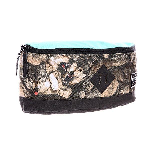 Сумка поясная Dakine Crescent Hip Pack 10l WolfНовая поясная сумкаDakine Crescent Hip позволит вам всегда держать ценные вещи при себе для безопасности в путешествиях.Характеристики: Основное отделение на молнии. Верхний карман на молнии.  Широкая регулируемая поясная лямка на карабине. Форм-фактор – поясная сумка (hip bag).<br><br>Цвет: голубой,черный,мультиколор<br>Тип: Сумка поясная<br>Возраст: Взрослый<br>Пол: Мужской