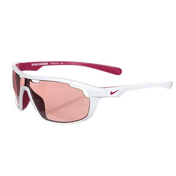 Очки Nike Optics Road Machine E White/Bright Magenta/Max Speed Tint Lens 60/11Очки имеют инновационную конструкцию линзы с лазерной резкой отверстий вокруг верхней части линзы для дополнительной вентиляции.Технические характеристики:Мягкая резина на носовых упорах для улучшения комфорта, сцепления и устойчивости.Вентилируемая конструкция линзы.100% защиты от УФ-лучей (UVA, UVB и UVC).Линзы Nike Max Optics для четкого изображения с любого ракурса.Легкая оправа для большего комфорта и долговечности.Футляр в комплекте.<br><br>Цвет: белый,фиолетовый<br>Тип: Очки<br>Возраст: Взрослый<br>Пол: Мужской