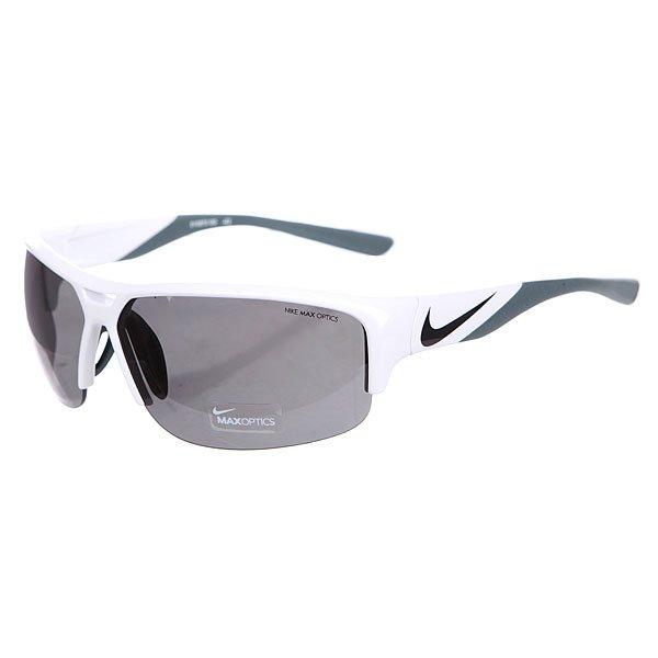 Очки Nike Optics Golf X2 White/Black Grey LensМодель очков, которая создана специально для игры в гольф. Линзы Nike MAX Optics Golf Tint усиливают белый цвет мяча и выделяют зеленые контуры поля.Технические характеристики: Регулируемые вентилируемые силиконовые носовые упоры и заушники.100% защиты от УФ-лучей (UVA, UVB и UVC).Линзы Nike Max Optics для четкого изображения с любого ракурса.Возможность установки сменных линз.Объемные линзы для улучшенного периферического зрения.Легкий нейлоновый каркас для большего комфорта и долговечности.Петли Cam-action.<br><br>Цвет: белый,серый<br>Тип: Очки<br>Возраст: Взрослый<br>Пол: Мужской