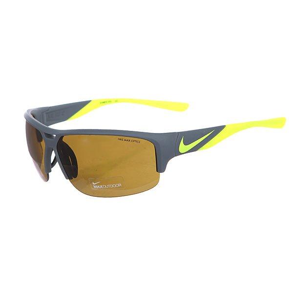 Очки Nike Optics Golf X2 Matte Bomber Grey/Volt Max Outdoor LensМодель очков, которая создана специально для игры в гольф. Линзы Nike MAX Optics Golf Tint усиливают белый цвет мяча и выделяют зеленые контуры поля.Технические характеристики: Регулируемые вентилируемые силиконовые носовые упоры и заушники.100% защиты от УФ-лучей (UVA, UVB и UVC).Линзы Nike OUTDOOR TINT универсальное покрытие для четкого изображения с любого ракурса.Возможность установки сменных линз.Объемные линзы для улучшенного периферического зрения.Легкий нейлоновый каркас для большего комфорта и долговечности.Петли Cam-action.Футляр в комплекте.<br><br>Цвет: серый,желтый<br>Тип: Очки<br>Возраст: Взрослый<br>Пол: Мужской