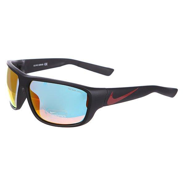 Очки Nike Optics Mercurial 8.0 R Grey W/Ml Red Flash Lens Matte Black/Gym RedЛегкие солнцезащитные очки в совершенной спортивной оправе.Технические характеристики: Легкий нейлоновый каркас для комфорта и долговечности.Специальная спортивная форма увеличивает охват и минимизирует помехи.100% защиты от УФ-лучей.Петли Cam-action.Отделка переносицы из мягкой резины.Технология Nike Max Optics - это передовое высокоточное оптическое решение для спортсменов. В сочетании с фотохромной технологией Transitions эти линзы способны адаптироваться к различным условиям спортивной деятельности и к изменениям освещения. Идеальные линзы для самых высоких спортивных результатов.Логотип Nike.Футляр и чехол в комплекте.<br><br>Цвет: черный<br>Тип: Очки<br>Возраст: Взрослый<br>Пол: Мужской