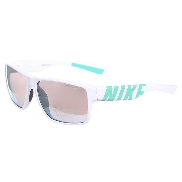 Очки Nike Optics Mojo R Grey W/Super Blue Flash Lens White/MintЯркие очки для ярких солнечных дней, а смелый логотип Nike добавляет впечатляющую деталь в любое время и в любом месте.Технические характеристики: 100% защиты от УФ-лучей (UVA, UVB и UVC).Линзы Nike Max Optics для четкого изображения с любого ракурса.Легкий нейлоновый каркас для большего комфорта и долговечности.Петли Cam-action.Мягкие резиновые носовые упоры и дужки.Футляр в комплекте.<br><br>Цвет: белый<br>Тип: Очки<br>Возраст: Взрослый<br>Пол: Мужской