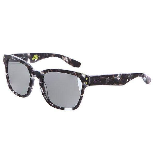 Очки Nike Optics Volano Grey Tortoise/Hyper Grape/Grey W/Silver Flash LensVolano - это идеальное сочетание уличной моды и производительности. Солнцезащитные очки надёжно защитят глаза от яркого солнечного света, а лёгкая и стильная оправа привлечёт к себе внимание окружающих.Характеристики:Оправа из ацетата. Кривизна линз: база 6 (довольно плоские). Комфортная и расслабленная посадка. Фирменный логотип бренда на дужке. 100% защита от лучей UVA и UVB. Чехол в комплекте.<br><br>Цвет: черный<br>Тип: Очки<br>Возраст: Взрослый<br>Пол: Мужской