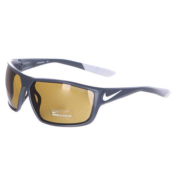 Очки Nike Optics Ignition Dark Magnet Grey/White/Max Outdoor LensУдобные очки в стильной спортивной оправе.Технические характеристики: 100% защиты от УФ-лучей (UVA, UVB и UVC).Линзы Nike Max Optics для четкого изображения с любого ракурса.Линзы более плотно прилегают к лицу.Регулируемые носовые упоры с вентиляционными отверстиями.Силиконовые заушники для лучшей фиксации оправы на голове.<br><br>Цвет: серый<br>Тип: Очки<br>Возраст: Взрослый<br>Пол: Мужской