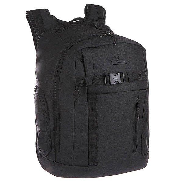 Рюкзак спортивный Quiksilver Backwash BlackОтличный рюкзак для любителей экстрима.  Характеристики:  Просторное основное отделение на молнии. Съемная герметичная сумка для гидрокостюма. Лицевой карман на молнии.  Внутренний органайзер.  Карман для ценностей на флисовой подкладке.  Крепления для снаряжения на лицевой стороне.  Два боковых кармана на молнии. Мягкие набивные регулируемые лямки.  Защитная уплотненная задняя панель.<br><br>Цвет: черный<br>Тип: Рюкзак спортивный<br>Возраст: Взрослый<br>Пол: Мужской