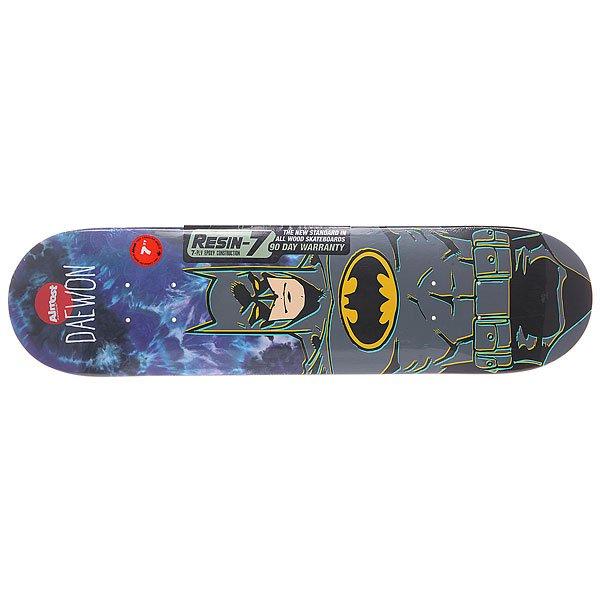 Дека для скейтборда для скейтборда Almost Batman R7 Tie Dye 28 x 7 (17.8 см)Ширина деки: 7 (17.8 см)    Длина деки: 28 (71.1 см)    Количество слоев: 7Культовое детище двух супер скейтеров всех времен и народов: «отца стрит скейтинга» Родни Маллена (Rodney Mullen) и «короля техники» Дэйвона Сонна (Daewon Song) –Almostskateboards еще одна составляющая частичка семейства Dwindle Dist. Технические характеристики: Прогиб: full.  Технология Resin-7: при склеивании слоев клёна используется эпоксидный клей, благодаря которому деки становятся легче и жестче, надолго сохраняя свою прыгучесть и прочность.  7 слоев клёна.<br><br>Цвет: мультиколор<br>Тип: Дека для скейтборда