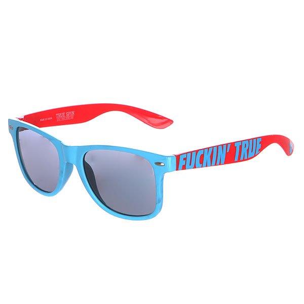 Очки TrueSpin Fucking True Blue LobsterСолнцезащитные очки от немецкого бренда TrueSpin выполнены в классическом стиле, но в ярких расцветках, на душках которых разместилась надпись «Fuckin True». Технические характеристики: Оправа из пластика  Петли из нержавеющей стали.  Ударопрочные поликарбонатные линзы.  100% защита от ультрафиолета.<br><br>Цвет: голубой,красный<br>Тип: Очки<br>Возраст: Взрослый<br>Пол: Мужской