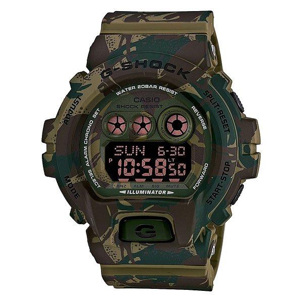 Часы Casio G-Shock Gd-x6900mc-3e Green/BrownМногофункциональные наручные часы в ударопрочном корпусе с подсветкой, секундомером, будильником, таймером, календарем на полиуретановом ремешке.Характеристики: Светодиодная подсветка дисплея и стрелок. Ударопрочная конструкция защищает от ударов и вибрации. Функция мирового времени.Отображение времени: аналоговый + цифровой, формат 12/24 часа, секундная стрелка отсутствует.Таймер с минутной точностью, обратным отсчетом и автоповтором. 5 ежедневных будильников, сигнал каждый час.Второй часовой пояс. Функция включения/выключения звука кнопок.Прочное, устойчивое к царапинам минеральное стекло защищает часы от повреждений.Корпус из полимерного пластика и нержавеющей стали. Ремешок из полимерного материала. Водонепроницаемость (20 Бар/200 м). Элемент питания – CR2032 (срок службы до 10 лет).<br><br>Цвет: зеленый,коричневый<br>Тип: Электронные часы<br>Возраст: Взрослый<br>Пол: Мужской
