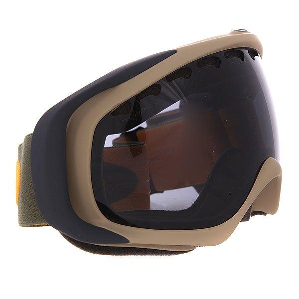 Маска для сноуборда Oakley Crowbar Khaki Olive/Dark GreyЭта маска ориентирована, в первую очередь, на комфорт и удобство в течение всего дня. Лёгкая и гибкая оправа O Matter® повторяет контуры лица для точной анатомической посадки, а широкий ремень с силиконовыми нитями надёжно фиксирует маску. Тройной слой микрофлиса по всей площади соприкосновения маски с лицом балансирует давление на кожу и отводит влагу.Технические характеристики: Линзы Plutonite®.Гибкая рамка оправы O Matter™ в сочетании с жёсткими креплениями для ремня обеспечивают равномерно распределенное давление.Запатентованная технология XYZ Optics® для отличного периферического обзора.Тройная прослойка из микрофлиса отводит влагу.Широкий регулирующийся ремень.Покрытие, устойчивое к запотеванию Anti-fog.100% защита от УФ излучения (UVA, UVB и UVC).Линзы соответствуют стандарту качества ANSI Z87.1.<br><br>Цвет: бежевый,серый<br>Тип: Маска для сноуборда<br>Возраст: Взрослый<br>Пол: Мужской