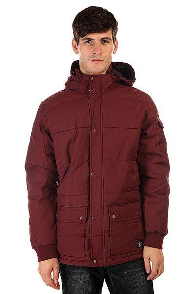Куртка зимняя DC Arctic 2 Port RoyaleСпокойный дизайн, не обремененный лишними деталями, впишется практически в любой гардероб, так что куртка DC Arctic 2 будет отлично сочетаться как с джинсами и кедами, так и с более строгим гардеробом. Внешняя влагостойкая ткань, удобные карманы для рук и съемный капюшон отлично справятся с капризами погоды, защищая Вас от холода, ветра и моросящего дождя, а стеганая подкладка сохранит ценное тепло.  Технические характеристики: Утеплитель - пух.Подкладка - полиэстер.Водостойкая пропитка степени 600 мм.Съемный капюшон.Высокий воротник стойка.Два боковых кармана на кнопках.Внутренний карман на липучке.Трикотажные манжеты.Застежка - молния+кнопки.Стеганый дизайн.Фасон: стандартный (regular fit).<br><br>Цвет: бордовый<br>Тип: Куртка зимняя<br>Возраст: Взрослый<br>Пол: Мужской