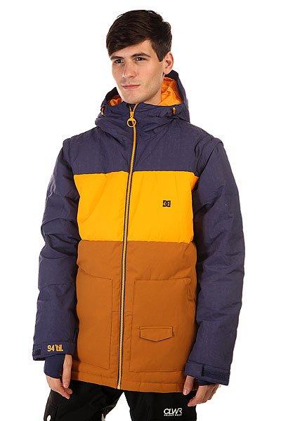 Куртка DC Downhill Jkt Patriot BlueDC Downhill создана для морозных деньков и хорошего настроения, потому что надев ее даже при самых низких температурах Вы будете чувствовать комфорт и уют благодаря пуховому утеплителю в сочетании с влагостойкой тканью Exotex 10K. Вместительные карманы для рук и удобные внутренние карманы позволят захватить с собой на склон все необходимые мелочи, а снегозащитная юбка в сочетании с лайкровыми манжетами не позволит снегу проникнуть под крутку.  Технические характеристики: Утеплитель - пух Hybrid Down.Подкладка - тафта.Водонепроницаемая мембрана Exotex 10K(10 000 мм/10 000 г).Фиксированный капюшон с регулировкой.Высокий воротник - стойка.Два боковых кармана.Фиксированная снежная юбка.Внутренний сетчатый карман.Карман для медиа.Карман для ски-пасса.Регулируемые манжеты на липучках.Лайкровые манжеты с отверстием для большого пальца.Регулируемый подол на резинке.Застежка - молния.Фасон: стандартный (regular fit).<br><br>Цвет: синий,желтый<br>Тип: Куртка утепленная<br>Возраст: Взрослый<br>Пол: Мужской
