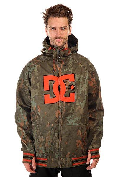 Куртка DC Spectrum Camo LodgeЛегкая куртка, выполненная из влагостойкой ткани Exotex 10K, станет отличной альтернативой теплой куртке для катания жарким весенним днем. Удобные эластичные манжеты с прорезью для большого пальца и снегозащитная юбка не позволят снегу попасть под одежду. Вместительные карманы для рук на молнии и внутренний сетчатый карман позволят захватить с собой необходимые мелочи. DC Spectrum может стать универсальной курткой как для городских путешествий, так и для покорения склонов благодаря своему классическому дизайну, не обремененному лишними деталями.Технические характеристики: Теплая трикотажная подкладка.Водонепроницаемая мембрана Exotex 10K (10 000 мм / 10 000 г).Высокий воротник-стойка.Фиксированный капюшон с утяжкой.Два кармана для рук на молнии.Вышитый логотип DC на груди.Внутренний сетчатый карман.Медиа-карман в кармане для рук.Снегозащитная юбка.Контрастные эластичные манжеты и подол.Отверстия для большого пальца в манжетах.Застежка - молния.Фасон - стандартный (regular fit).<br><br>Цвет: зеленый<br>Тип: Куртка утепленная<br>Возраст: Взрослый<br>Пол: Мужской