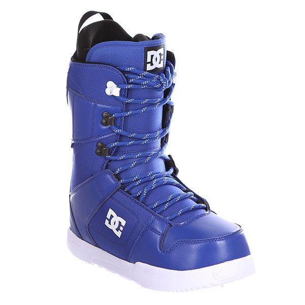 Ботинки для сноуборда DC Phase Black/BlueДостаточно мягкие ботинки со стелькой UniLite из вспененного EVA материала для лучшей амортизации. Эти практичные ботинки идеально подойдут начинающим и прогрессирующим райдерам, так как не будут стеснять ногу излишней жесткостью.Технические характеристики: Традиционная шнуровка.Текстильная подкладка.Подошва Foundation UniLite.Внутренняя ультра лёгкая амортизирующая анатомическая стелька EVA .Внутренний сапог Red.Базовая стелька Snow Basic.<br><br>Цвет: синий<br>Тип: Ботинки для сноуборда<br>Возраст: Взрослый<br>Пол: Мужской