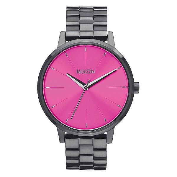 Часы женские Nixon Kensington Gunmetal/Pink SunrayИдеально круглый, увеличенный циферблат, тонкий браслет и классический силуэт делает эти часы супер элегантными. Немаленькая, но невероятно изящная модель создана специально для девушек, которые привыкли выглядеть стильными в любом месте и в любое время.Технические характеристики: Японский кварцевый механизм.3 стрелки.Функции: часы, минуты, секунды.Корпус: нержавеющая сталь.Закаленное минеральное стекло.Водонепроницаемость 50 м - 5 атмосфер.Диаметр: 37 мм.Классическая застежка, пряжка.<br><br>Цвет: серый,розовый<br>Тип: Кварцевые часы<br>Возраст: Взрослый<br>Пол: Женский