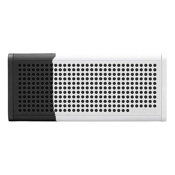 Колонка Nixon Blaster Pro Black/WhiteСделайте свою жизнь более насыщенной с  ясным, четким звуком, Bluetooth технологиями и отличным дизайном.Технические характеристики: Bluetooth подключение позволяет слушать музыку без проводов.Беспроводной диапазон - 10 метров.Мощность - <br>5В RMS x 2.Частота - 200 - 20000 Гц.Водонепроницаемые и ударопрочные.Возможно соединить два динамика для стерео звука. Аккумуляторная батарея с дополнительной емкостью до 10 часов.Удобные кнопки громкости и воспроизведения для дистанционного управления вашей музыкой.Вспомогательный стерео вход для подключения проводных устройств с помощью прилагаемого аудио кабеля.В комплект входит - USB кабель для зарядки, AUX аудио кабель,USB адаптер.<br><br>Цвет: черный,белый<br>Тип: Колонка
