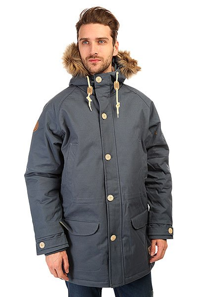 Куртка парка Запорожец Ditch Parka SeaЗимняя куртка от российского бренда Запорожец, вдохновлённого советским наследием нашей страны. Плотная хлопковая ткань со специальной водоотталкивающей и ветрозащитной пропиткой дополнена тёплой подкладкой с внутренней части, что обеспечивает комфорт и тепло даже в сильные морозы. Куртка обладает традиционным, слегка удлинённым силуэтом, застёжкой на молнии с ветрозащитной планкой и множеством карманов. Рукав-реглан, трикотажные манжеты, регулируемые паты и удобный капюшон с меховой опушкой. Куртка представлена в нескольких однотонных расцветках, украшенных нашивкой с изображением логотипа бренда и металлическими пуговицами с брендингом.Характеристики:Водоотталкивающая обработка. Тёплая подкладка. Комфортный крой. Утеплитель парки — isoflex 140 грамм.Множество карманов. Металлическая молния с ветрозащитной планкой.  Трикотажные манжеты. Однотонная расцветка.<br><br>Цвет: серый<br>Тип: Куртка парка<br>Возраст: Взрослый<br>Пол: Мужской