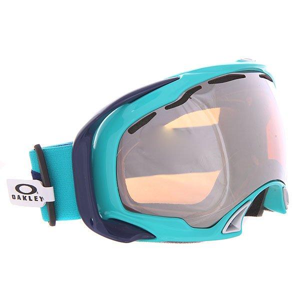 Маска для сноуборда Oakley Splice Turquoise Black IridiumСовершенная маска от бренда Oakley. Маска равномерно распределена по всей области прилегания, минимизировано давление на носовую область. Пластик этой маски останется гибким даже в самые суровые морозы. В этой маске все продумано для Вашего комфорта.Технические характеристики: Двойные линзы Plutonite®.Линзы высокой чёткости High Definition Optics®.Гибкая рамка оправы O Matter™ в сочетании с жёсткими креплениями для ремня обеспечивают равномерно распределенное давление.Создана с помощью 3D технологий - более точно соответствует форме головы.Отличный периферийный обзор без искажений.Антибликовая технология тонирования Iridium.Легкая и быстрая смена линз.Вентиляционные отверстия.Тройная прослойка из микрофлиса отводит влагу.Широкий ремень с силиконовыми нитями для надёжной фиксации маски.Покрытие, устойчивое к запотеванию F3 Anti-fog.100% защита от УФ излучения (UVA, UVB и UVC).Линзы соответствуют стандарту качества ANSI Z87.1.<br><br>Цвет: голубой<br>Тип: Маска для сноуборда<br>Возраст: Взрослый<br>Пол: Мужской