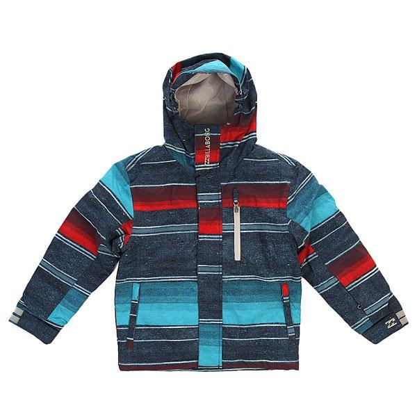 Куртка детская Billabong Legend Boys Ao Barra BlueПрочная и очень теплая куртка, в которой благодаря технологии GroRoom можно проходить не один сезон.Технические характеристики: Технология GroRoom - позволяет удлинять одежду по мере роста ребенка.Фиксированный капюшон.Высокий воротник стойка.Нагрудный карман на молнии.Карманы для рук с трикотажной подкладкой.Карман для ски-пасса.Регулируемые манжеты.Снежная юбка.Застежка - молния и липучки.Липучки Velcro.<br><br>Цвет: синий,голубой,красный<br>Тип: Куртка утепленная<br>Возраст: Детский