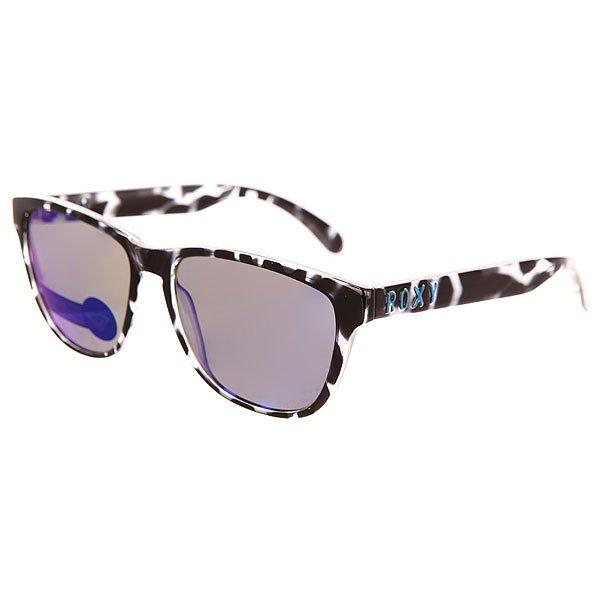 Очки женские Roxy Uma Black Tortoise/MlКлассические очки в строгой квадратной оправе с принтом от бренда Roxy.Технические характеристики: Материал оправы Grilamid - современный полимер, используемый для солнцезащитных очков, обладает высокой устойчивостью к высоким температурам и ударопрочностью.Прочные линзы из поликарбоната.100% защита от солнечных лучей.Линза 3 категории защиты для превосходной фильтрации в очень солнечную погоду.Оправа среднего размера.<br><br>Цвет: черный,серый<br>Тип: Очки<br>Возраст: Взрослый<br>Пол: Женский