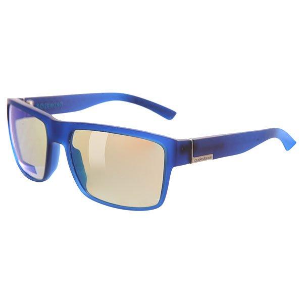 Очки Quiksilver Ridgemont Rubberized Blue/MlМужские солнцезащитные очки в стильной и прочной квадратной оправе из материала Grilamid.Технические характеристики: Материал оправы Grilamid - современный полимер, используемый для солнцезащитных очков, обладает высокой устойчивостью к высоким температурам и ударопрочностью.Прочные линзы из поликарбоната.100% защита от UVA, UVB и uvc лучей.Линза 3 категории защиты для превосходной фильтрации в очень солнечную погоду.Футляр в комплекте.<br><br>Цвет: синий<br>Тип: Очки<br>Возраст: Взрослый<br>Пол: Мужской