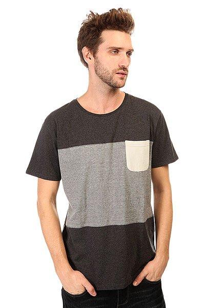 Футболка Quiksilver Capture Island Kttp Tarmac HeatherЛегкая спортивная футболка в спокойной цветовой гамме с нагрудным карманом от Quiksilver.Технические характеристики: Короткие рукава.Свободный крой.Двухцветный дизайн.Нагрудный карман.<br><br>Цвет: серый<br>Тип: Футболка<br>Возраст: Взрослый<br>Пол: Мужской